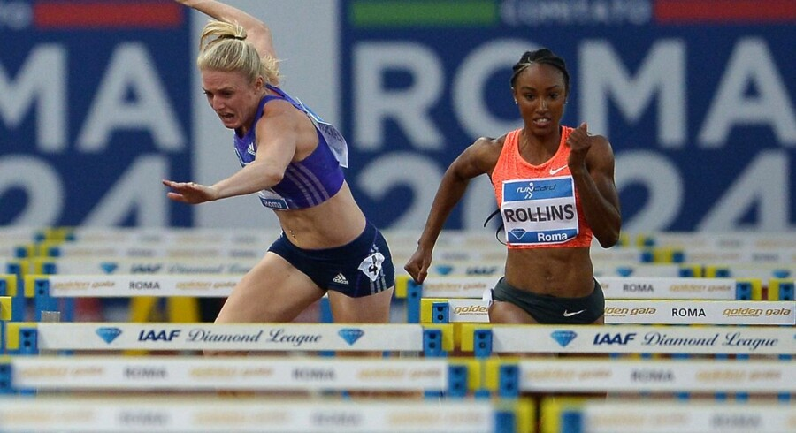 Australian Sally Pearson (L) and US Brianna Rollins compete in the women's 100m hurdles event as US Brianna Rollins falls at the Golden Gala, the 4th stage of IAAF Diamond League 2015 on June 4, 2015 at the Stadio Olimpico in Rome. AFP PHOTO / TIZIANA FABI