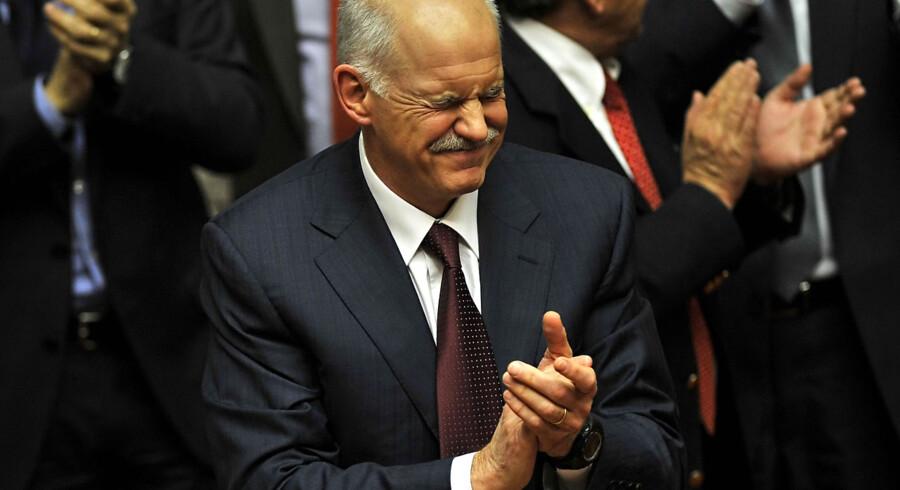Papandreo overlevede med det yderste af fingerneglene et truende mistillidsvotum i det græske parlament sent fredag aften. Her hans reaktion.