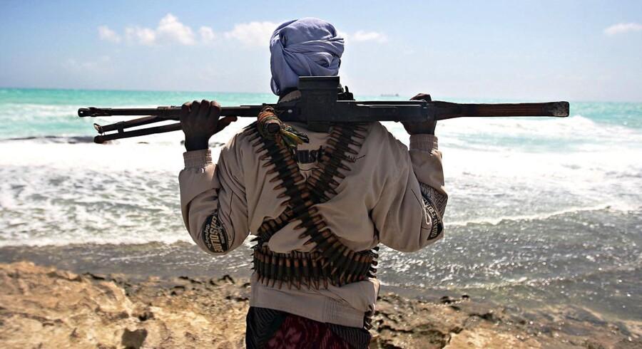 Arkivfoto af somalisk pirat.