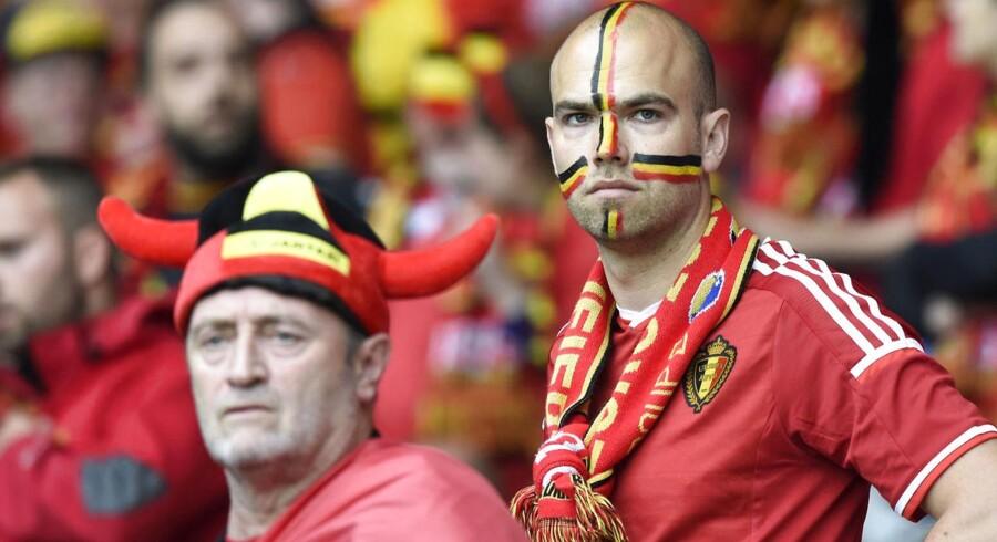 Belgiske fans surmuler efter nederlaget til Wales. En anden gruppe belgiske fans var formentlig endnu mere bitre, da de aldrig nåede frem til kampen, eftersom deres chauffør kørte dem til det forkerte Wales.