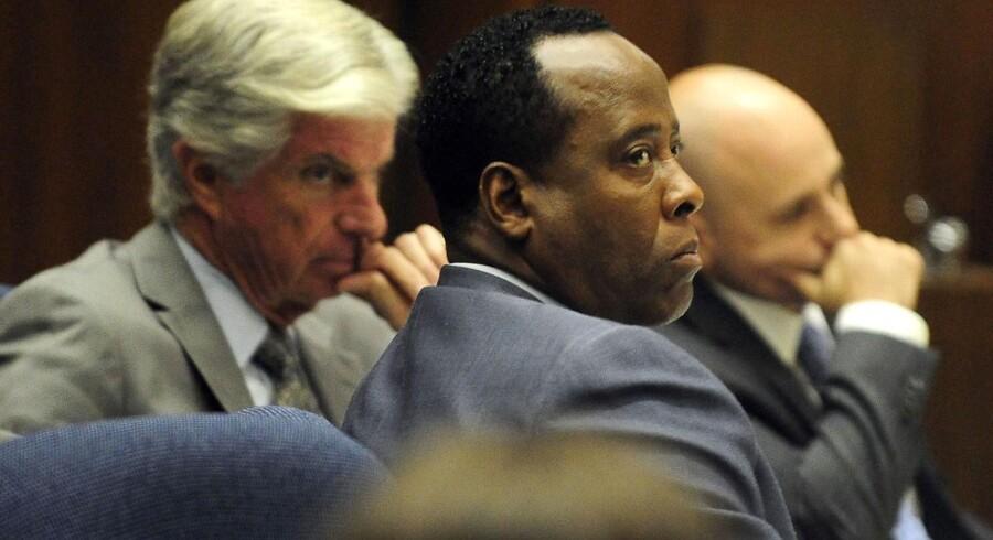 Dr. Conrad Murrays advokater har indledt deres forsvar. Retssagen kan være afgjort allerede i denne uge.