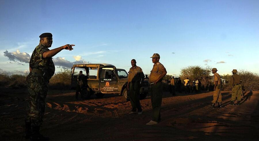 Kenyanske soldater på grænsen til Somalia. Søndag gik en større militærstyrke ind i nabolandet.