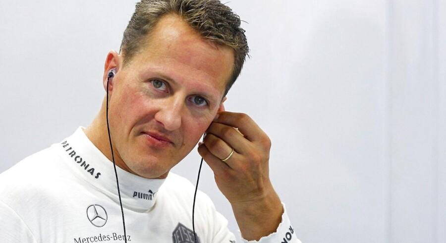 Michael Schumacher er i bedring, beretter hans manager.