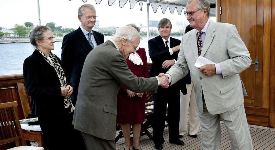Prins Henrik overrækker den danske Europa Nostra Pris til arkitekten, professor Johannes Exner ved et arrangement på Kongeskibet Dannebrog tirsdag d. 31. maj 2011.