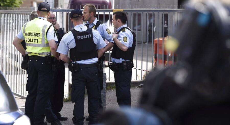 Politiet mødte talstærkt op på Dortheavej i Københavns nordvestkvarter.