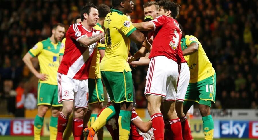 Det gik ikke stille af, da Middlesbrough (røde trøjer) vandt ude over Norwich City i april. Mandag mødes de to hold igen - denne gang i oprykningsfinalen i Championship.