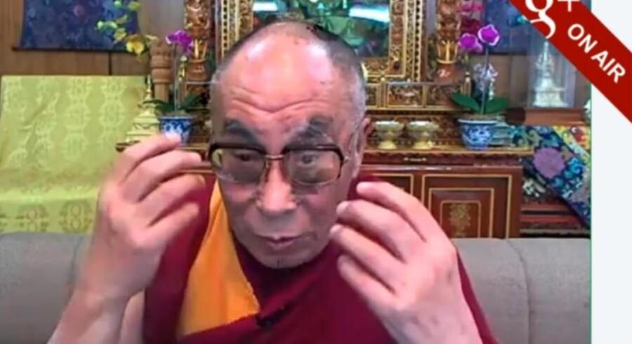 Screen dump fra Dalai Lamas samtale med Desmond Tutu på Google + (kilde: YouTube)