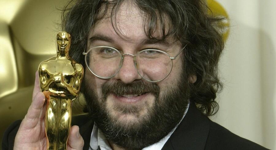 """Instruktør Peter Jacksons filmatisering af Tolkiens """"Hobitten"""" bliver alligevel optaget i New Zealand."""