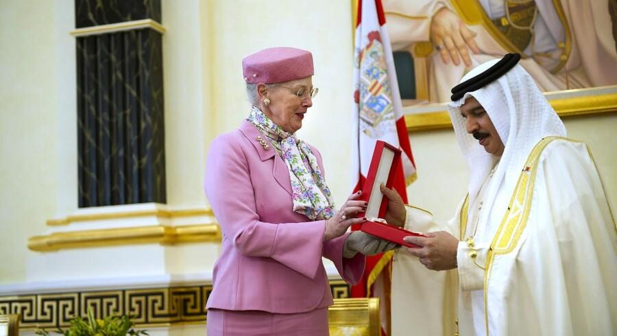 """Dronning Margrethe besøgte i februar i år Bahrain,hvor hun tildelte Kong Hamad bin Isa al-Khalifa af Bahrain den næstfineste danske orden, Storkorset af Dannebrog. Det skete bare to uger før, at """"Det Arabiske Forår"""" brød ud i Mellemøsten."""