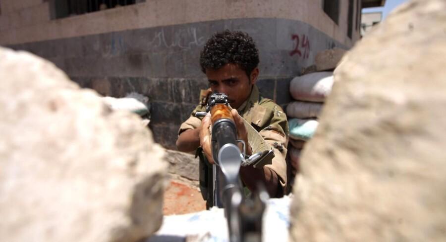 Siden det er rygtedes, at præsident Saleh er vendt tilbage til Yemen, har hovedstaden Sanaas himmel været fyldt med skud, fortæller en kilde til Berlingske.