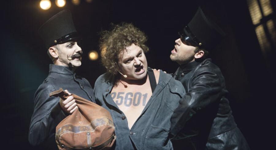 Dan Ekborg er ekstremt velspillende som Valjean i Malmö Operaens fremragende opsætning af »Les Misérables«.