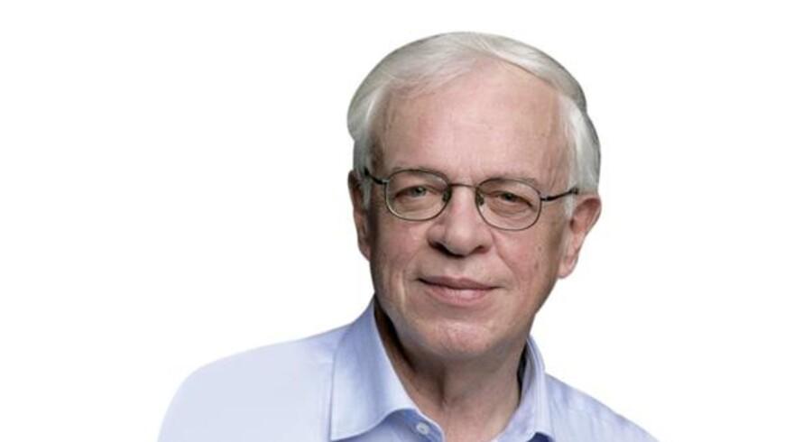 Egon Clausen, forfatter på vegne af Dansk Kunstnerråd.
