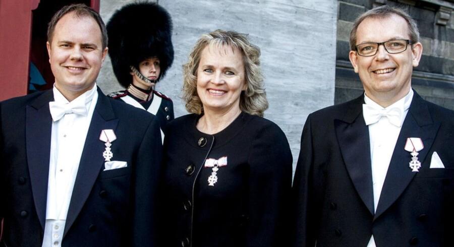 Martin Henriksen, Karin Nødgaard og Hans Kristian Skibby, alle folketingsmedlemmer fra Dansk Folkeparti, takkede for Ridderkorset. Karin Nødgaards søn, der er garder, stod for øvrigt vagt på Christiansborg samme dag.