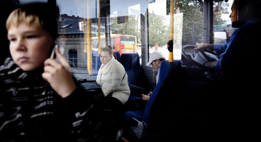 Passagererne, der i går tog med linje 5A i København, kan se frem til, at det ifølge S og SFs løfte bliver op til 40 pct. billigere at køre med kollektiv trafik fra omkring jul.