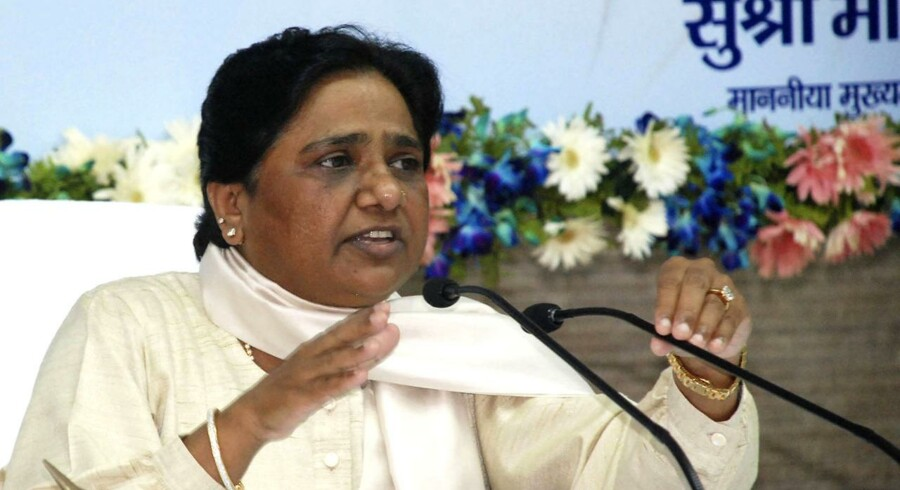 Miss Mayawati beskyldes i et WikiLeaks-dokument for at have brugt et jetfly til at hente hendes yndlingssandaler.