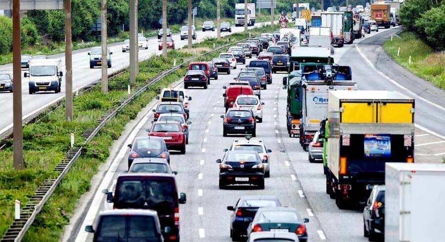 Holbækmotorvejen her er tæt besat af biler i myldretiden.