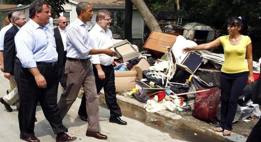 Præsident Barack Obama møder beboerne i Wayne, New Jersey. Orkanen Irene har forårsaget store ødelæggelser.