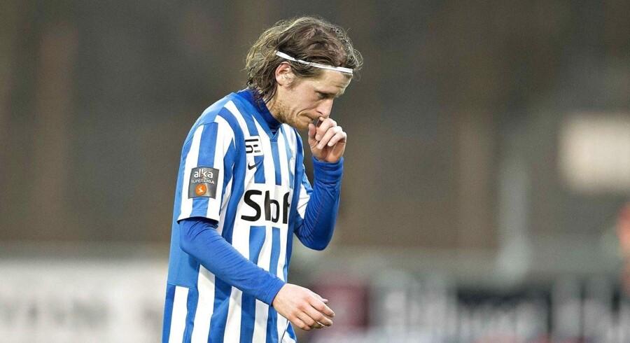 Esbjergs svenske angriber Erik Friberg får det røde kort mod Hobro og forlader banen.