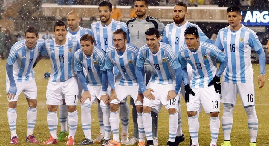 Argentina nedkæmpede Ecuador med 2-1.
