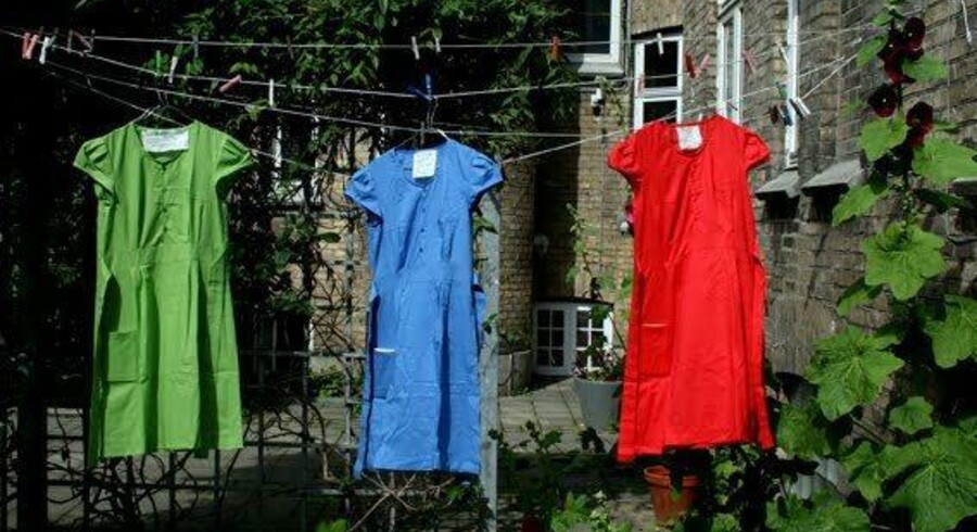 »Har du set min kjole«, hedder Gerd Laugesens nye digtsamling, der også fås med kjole.