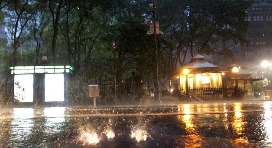 Vandet står op af kloaken i New York city.