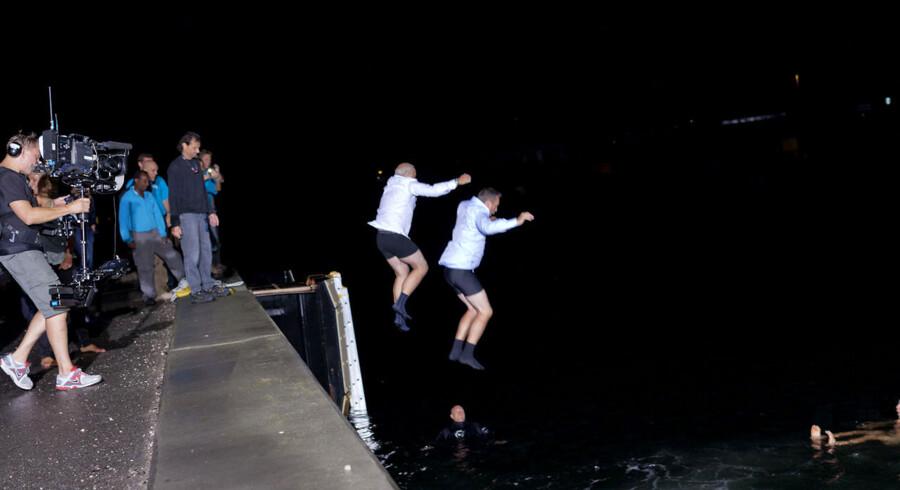 Kim Bildsøe Lassen og Jes Dorhp-Petersen hoppede i vandet efter indsamlingsshowet til fordel for Afrika.