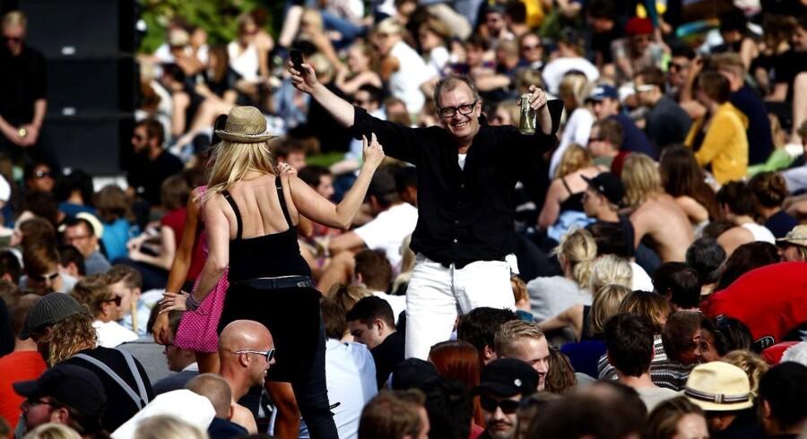 Tilskuere danser ved Stella Polaris bag Statens Museum for Kunst, søndag den 7. august.