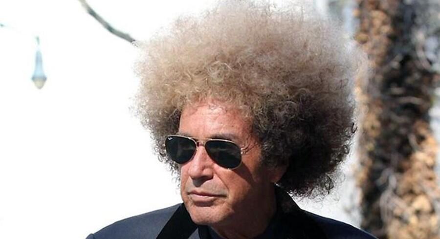 Bad afro! Al Pacino blev spottet på gaderne i Brooklyn under optagelserne til HBO's film om Phil Spector.