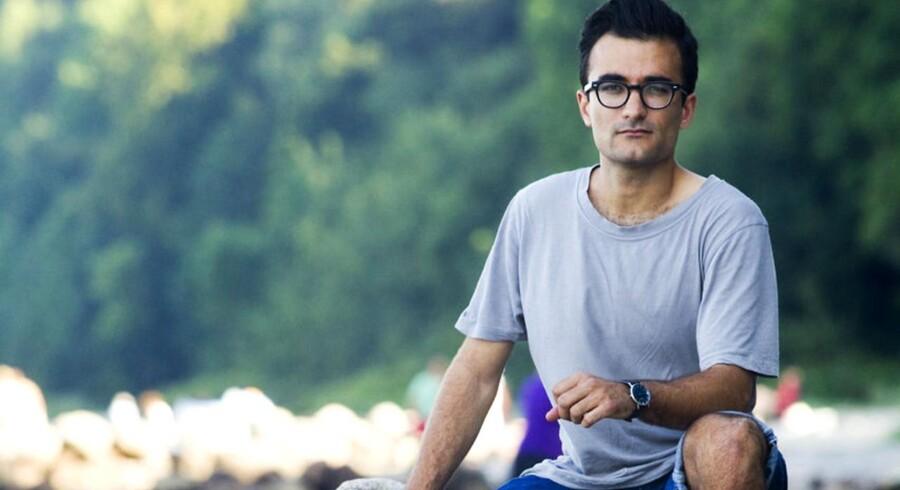28-årige Stefan hyggede sig med sin familie på stranden ved Skive, da en gruppe højreekstremister dukkede op og begyndte at kaste med sten, heile og råbe abe.