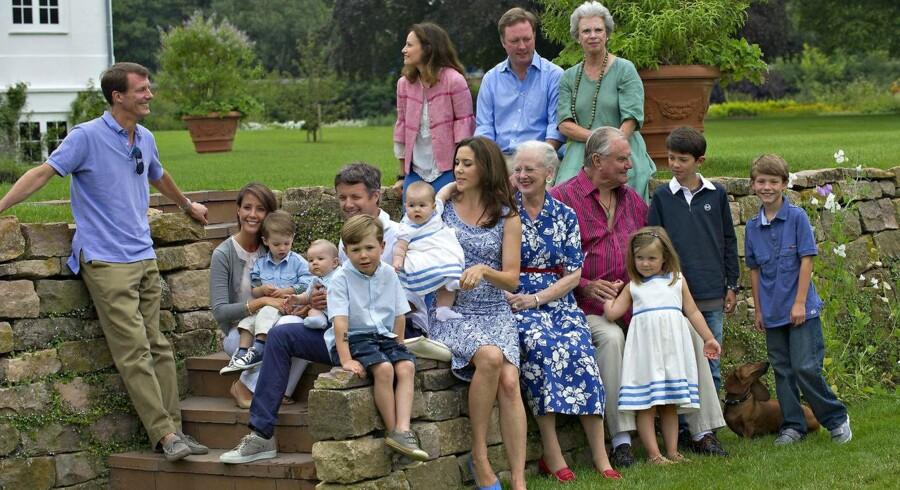 Det meste af kongefamilien var mandag samlet til den årlige pressefotografering på Gråsten Slot.