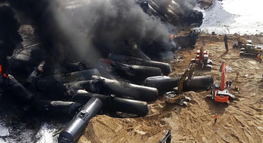Et olietog blev afsporet i weekenden i Gogama i det nordlige Ontario i Canada. Det er det tredje olietog der bryder i brand i dette område på under en måned. Ulykkerne slår tvivl om sikkerheden i forbindelse med olietransporter i Canada.