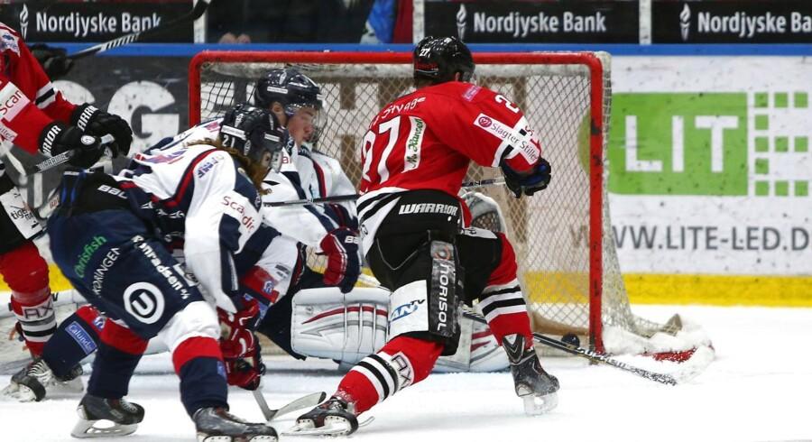 Selv om Frederikshavn White Hawks har taget 2-1-føringen med 3-1-sejren for øjnene af 1.710 tilskuere i den ny pragtarena i Frederikshavn, er Aalborg Pirates dødsens farlige.