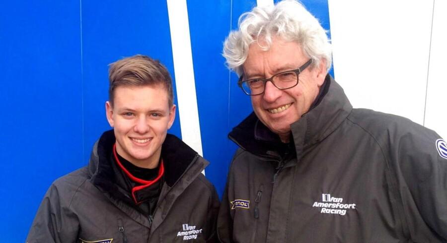 15-årige Mick Schumacher har fået sin første racerkontrakt og skal køre Formel 4 i år.