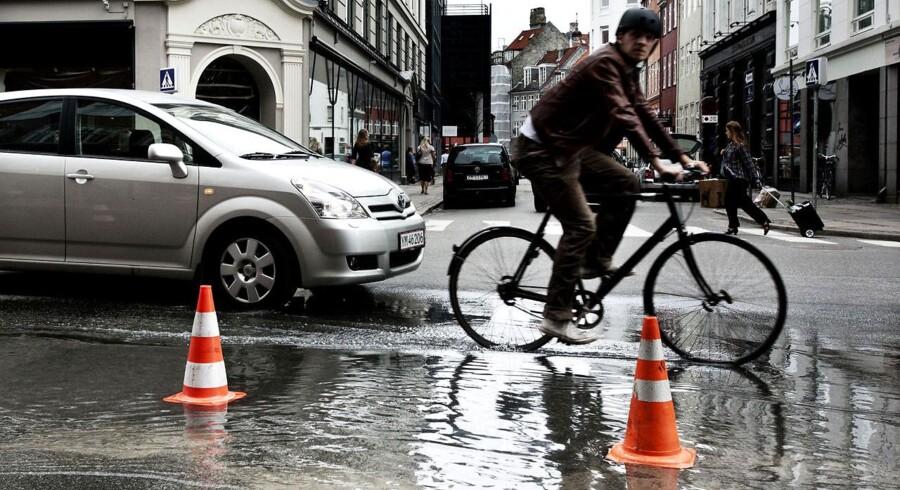 København efter weekend med skybrud og mange vandskader. Mandag sunder butikker og gader sig efter det kraftige skybrud natten til søndag den 3. juli.