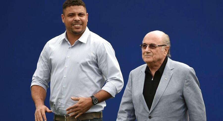 Så stor var Ronaldo (tv) sidste sommer forud for VM i hjemlandet. Nu vil han gøre comeback på fodboldbanen i USA i en alder af 38.