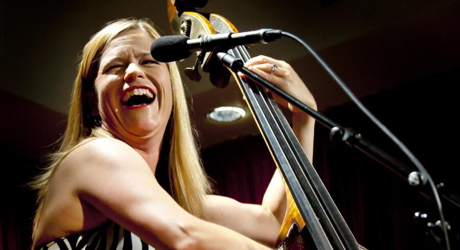 Ud over et virtuost spil kunne publikum glæde sig over Kristin Korbs californiske showwomanship.