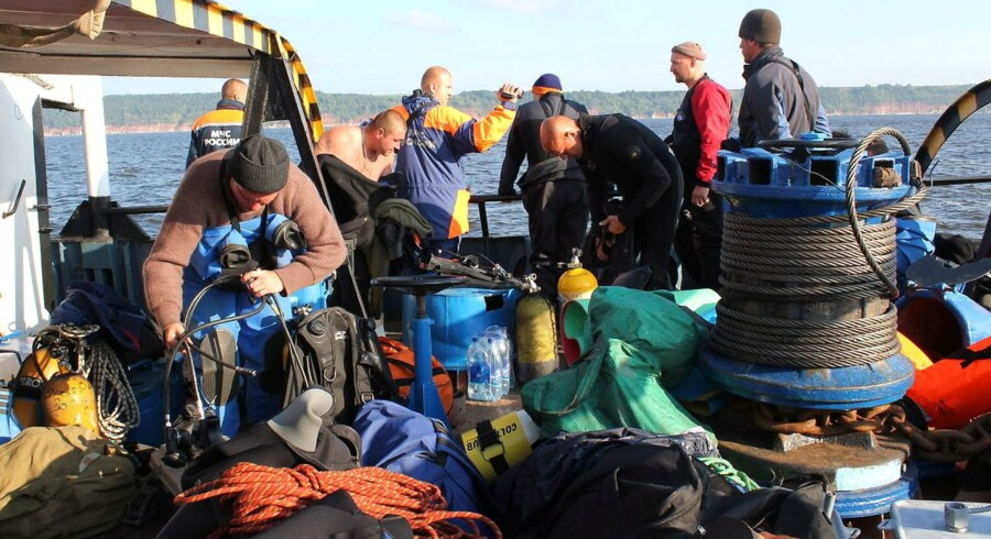 Dykkere har indtil videre fundet 50 lig inde i vraget af den turbåd, som i søndags sank i Volgafloden.