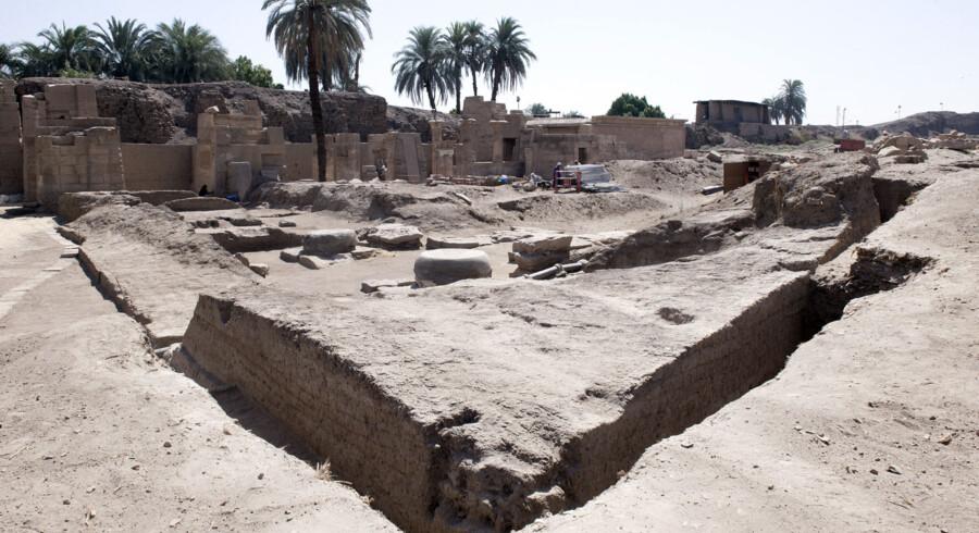 Franske og egyptiske arkæologer har i forbindelse med udgravninger i Luxor afdækket en 2700 år gammel stenport tilhørende den nubiske kong Shabaka.