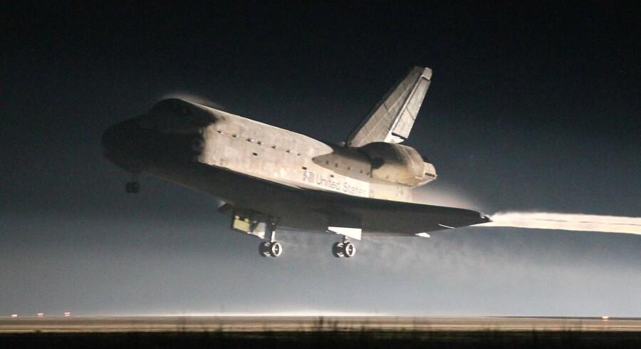Rumfærgen Atlantis foretog en perfekt landing i Kennedy Space Center klokken 11.57 dansk tid.
