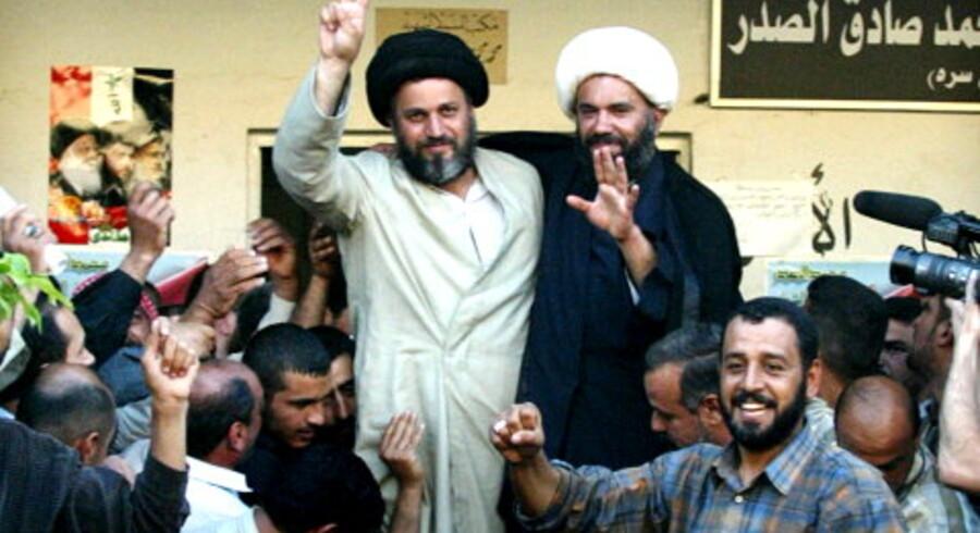 Den shiitiske Sadr-tro leder Hazem al-Araji blev tiljublet i går af sine tilhængere efter at være blevet sat på fri fod af USAs hær. <br>Foto: AFP
