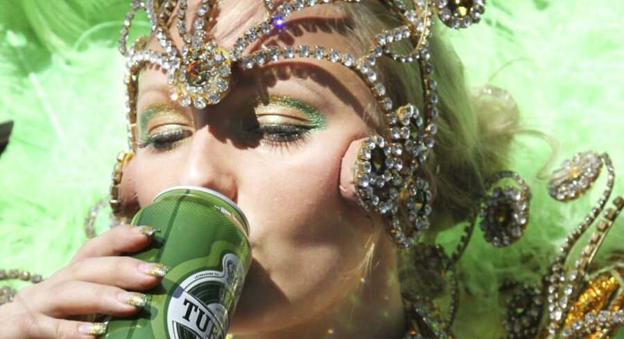 Copenhagen Carnival er kendt for de store karnevalsparader gennem byen til latin- og sydamerikanske rytmer. Udover parader byder karnevallet i Fælledparken på koncerter, danseopvisninger, workshops, aktiviteter for børn, boder og fest og farver. Festivalen fortsætter hele weekenden.