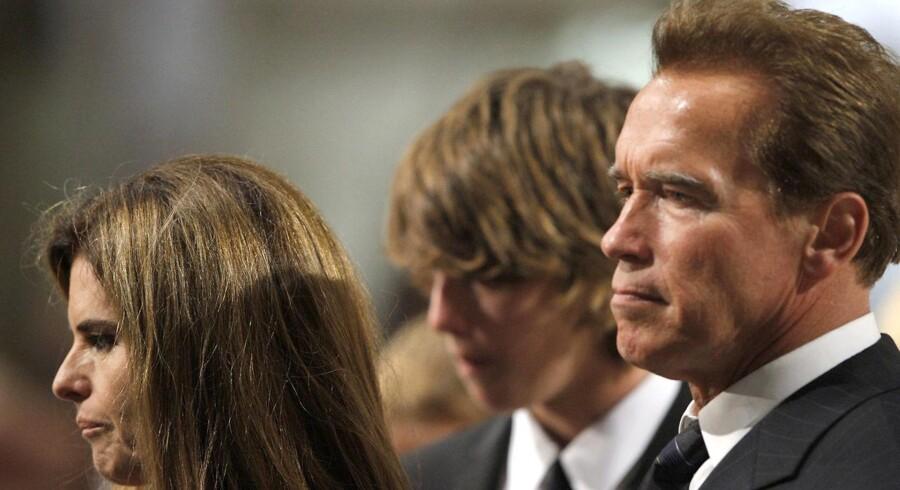 Californiens tidligere guvernør, Hollywood-skuespilleren Arnold Schwarzenegger, har valgt at sætte sin karriere på standby. Her ses han med sin fraseparerede hustru Maria Shriver og parrets søn Patrick.