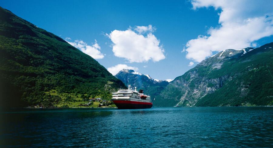 Hurtigruten har eksisteret siden 1893 og lægger på NRK's sending til kaj 34 steder og er i Kirkenes 22. juni, kl. 09.45.