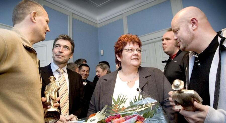 """Jonna Ørskov ved uddelingen af Cavling-prisen 2006. To DR-journalister hædredes for deres tv-dokumentar """"Hævet over mistanke"""", som fortæller historien om hendes søn, den 21-årige Jens Arne Ørskov fra Løgstør, der døde i forbindelse med en anholdelse."""