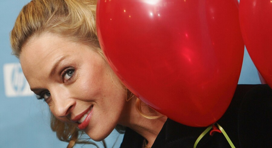 "Actress Uma Thurman smiles as she peers around balloons that she brought to give out to the media as she arrives for the premiere of the film ""Motherhood"" at the 2009 Sundance Film Festival in Park City, Utah January 21, 2009. REUTERS/Danny Moloshok (UNITED STATES) c02"