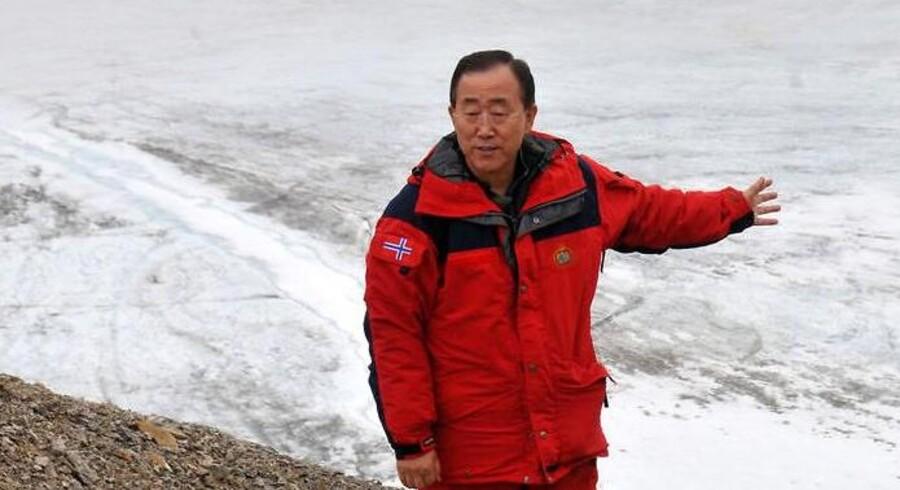 FNs generalsekretær Ban Ki-Moon, der her besøger Svalbard, har netop meddelt, at han genopstiller til endnu fem år på posten.