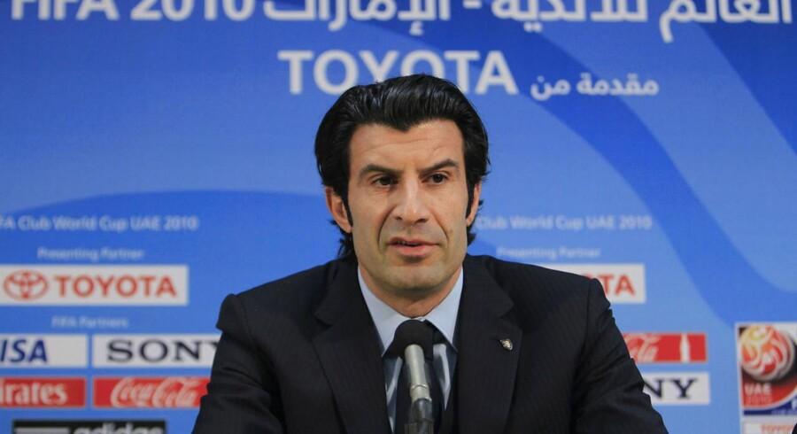 Luis Figo stiller op som kandidat til FIFAs næste præsident.