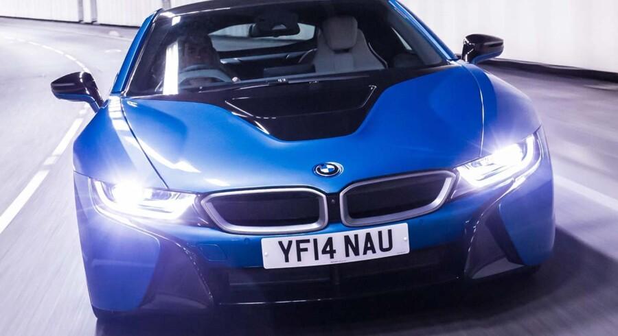 BMW i8 fra 2014 er verdens første serieproducerede bil med laserlys. Lygterne oplyser vejen 600 meter frem, og er i følge BMW 30 pct. mere energieffektive end LED.