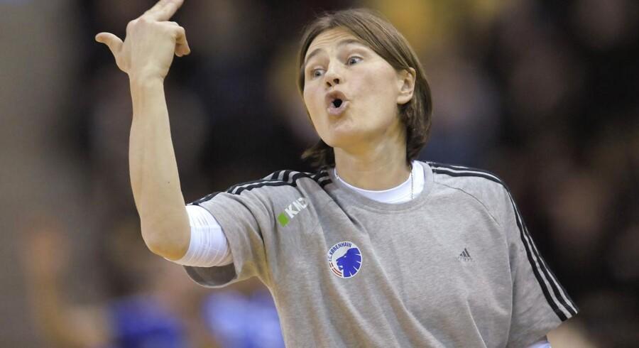 Anja Andersen har i et TV2-program taget afstand til sin opførsel på håndboldbanen.