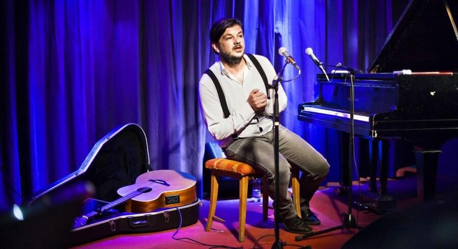 ARKIVFOTO. Moi Caprice-sangeren Michael Møller har i to år arbejdet på et musikalsk værk om ugengældt kærlighed, som er blevet til 31 sange.
